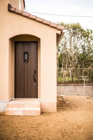 存在感のあるドアが印象的なヨーロピアンスタイル(イズヤマリゾート)