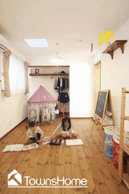 無垢材をふんだんに使った北欧スタイルの子ども部屋(タウンズホーム)