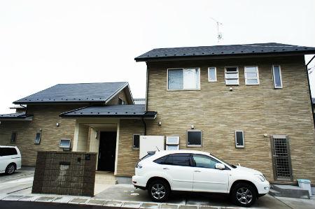 ヒラツグの施工例2_3世帯が暮らす、シックな雰囲気の家