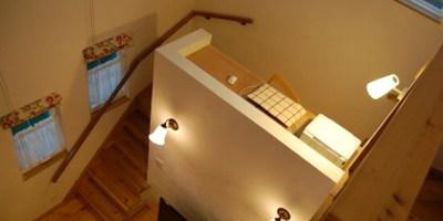 勉強スペースに特化した吹き抜けの子ども部屋(AsWell)