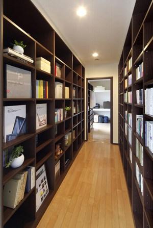 まるで図書館のような収納スペース(住友林業)