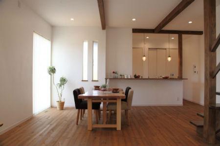 木のすまい工房_カフェ風の家1