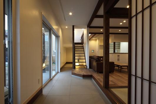開放感のある美しい和モダンの家の画像