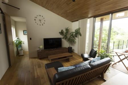 工藤工務店の施工例_勾配天井を活かしながら空間をうまく仕切った平屋