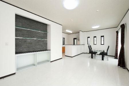 ワンズホームの施工例_高級感が漂うモノトーンの内装
