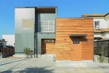 山本工務店の施工例2_グリーンのガルバリウム鋼板の家
