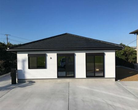 よしこホームの施工例_モノトーンのコントラストが美しい外観デザイン