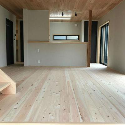 よしこホームの施工例_自然素材をたっぷり使って柔らかな雰囲気に